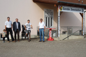 Sportgelände Sand am Main mit Bastian Hümmer, Bürgermeister Bernhard Ruß, Matthias Naumann und Paul Hümmer