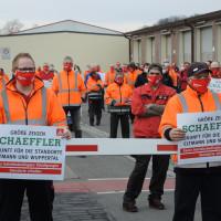 SPD_und_Mitarbeiter_protestieren_bei_Schaeffler_Eltmann